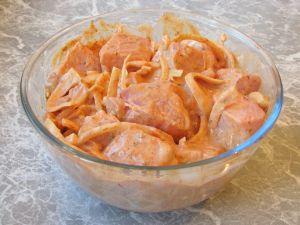 Шашлык из свинины, маринованный в розовом соусе