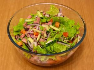 салат легкий рецепт с маринованным луком о ветчиной