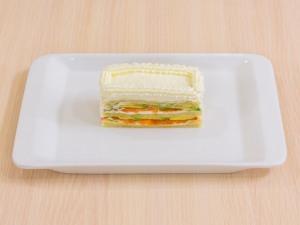 1112 01233mf5 2423 p Рецепт: Закусочные пирожные из слоеного теста, форели и авокадо
