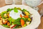 Салат с куриным филе, овощами и...