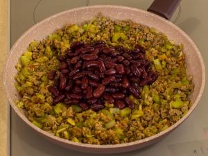 1151 01459e1k 7681 p Рецепт: Фарш с фасолью и сельдереем