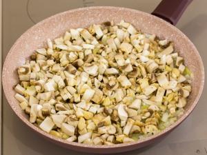 1159 012817oe 9038 p Рецепт: Печеночные котлеты под грибным соусом