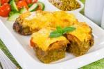 Печень, запеченная с помидорами и луком под сыром